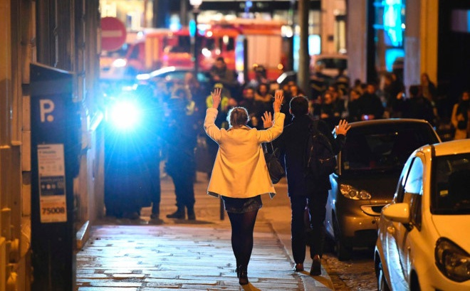 Paris: Xả súng giữa đại lộ Champs Élysées, một cảnh sát thiệt mạng