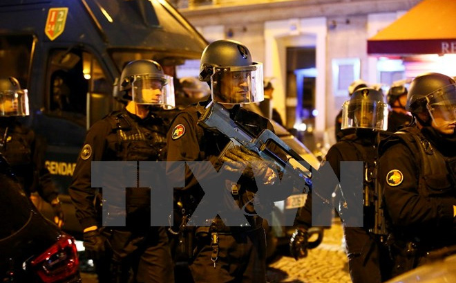 IS thừa nhận tiến hành vụ nổ súng trên Đại lộ Champs-Elysees