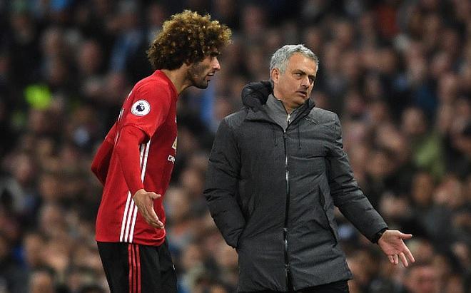 Fellaini khóc lóc, đòi xử trọng tài sau thẻ đỏ ở derby Manchester
