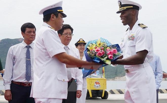 Tàu tuần duyên Mỹ cập cảnh Cam Ranh tham gia giao lưu hải quân