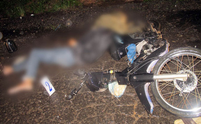 Hy hữu: Bị áo mưa siết cổ khi đi xe máy, người đàn ông thiệt mạng