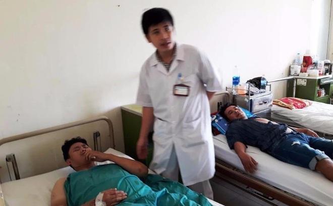 Lật xe giường nằm, 14 người bị thương