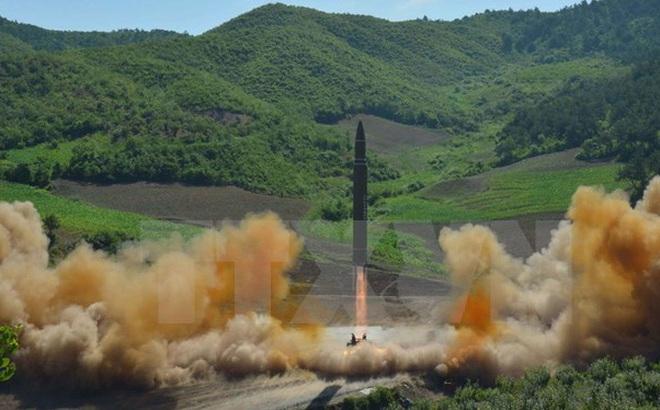 Nhật Bản lý giải quyết định không bắn hạ tên lửa Triều Tiên