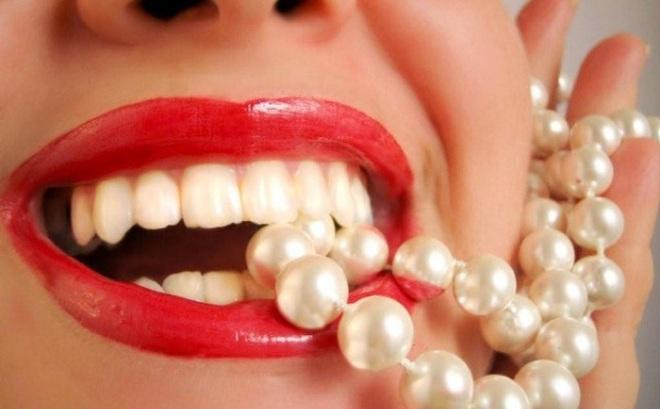 Bọc răng sứ thay đổi tướng mạo: Coi chừng viêm lợi, vỡ răng