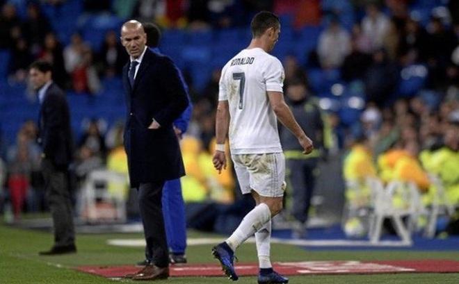 Zidane ra tay