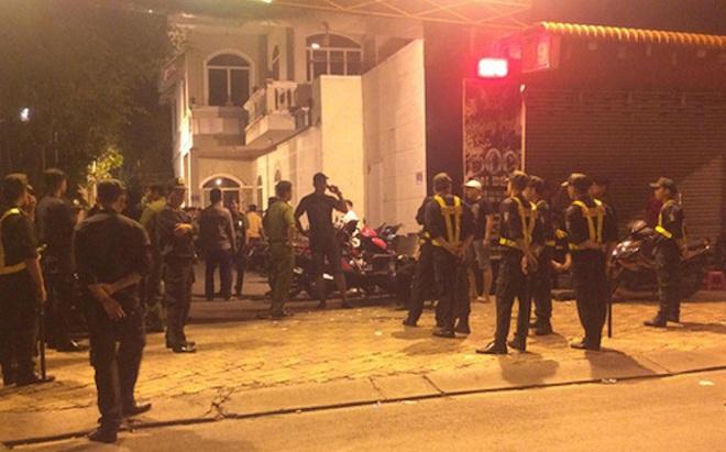 Tạm giam 2 thanh niên vác súng, dùi cui vào quán karaoke bắn nhiều người bị thương