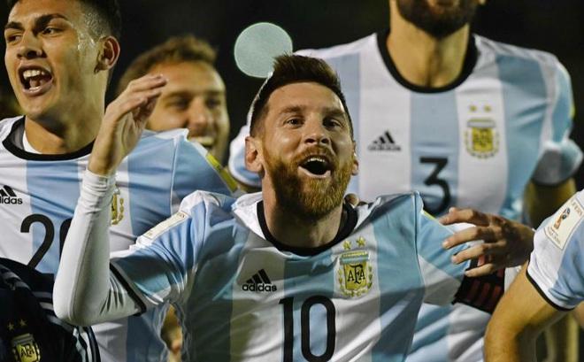 Messi, người hùng mang dư vị đắng