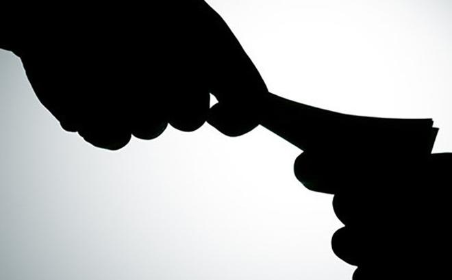 Nhân viên ngân hàng bị tống tiền 1 tỉ đồng