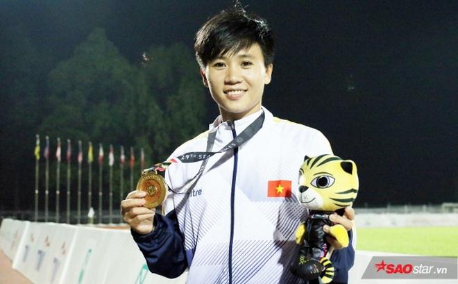"""Résultat de recherche d'images pour """"Hoa khôi bóng đá Tuyết DUng"""""""
