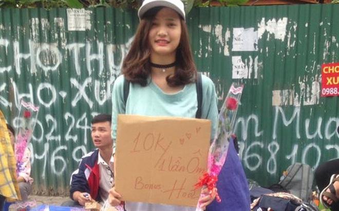 """Thực hư chuyện nữ sinh ĐH Công nghiệp ôm bảng """"10.000 đồng một lần ôm, tặng thêm hoa"""" ngày 20/10"""