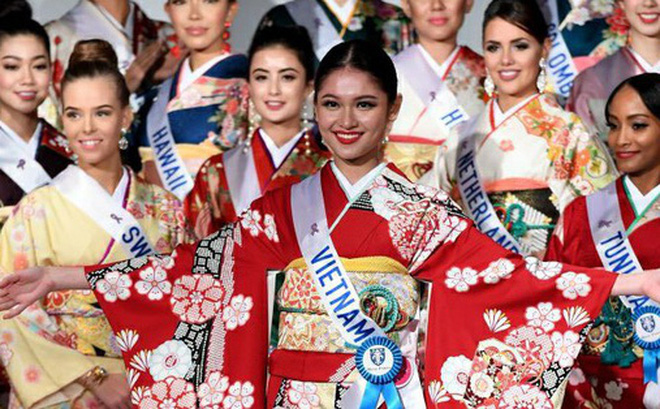 Vừa đặt chân tới Miss International 2017, Thùy Dung đã nhanh chóng giành giải thưởng đầu tiên