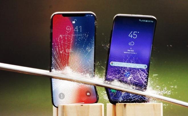 """Luyện chém """"hoa quả"""" bằng iPhone X và Galaxy S8"""