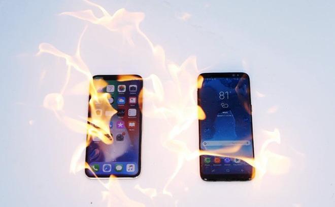 """Lại đến bài thử đốt cháy iPhone X và Galaxy S8, xem ai """"gan lì"""" hơn"""