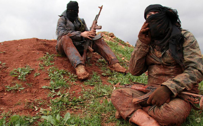 Hàng loạt phiến quân IS hạ vũ khí đầu hàng chính quyền Syria