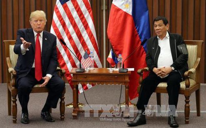 Tổng thống Trump rời Philippines, không tham dự Hội nghị Cấp cao Đông Á