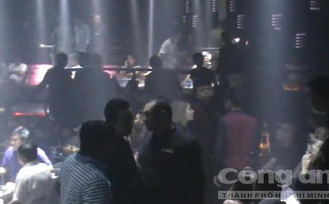 TP.HCM: Đột kích quán bar giữa trung tâm, phát hiện nhiều dân chơi phê ma túy