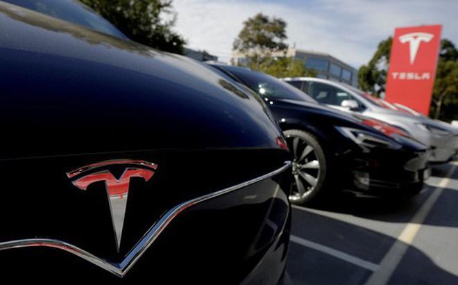 Mercedes-Benz bí mật thuê một chiếc Tesla Model X để mổ xẻ và nghiên cứu, nhưng lại bị phát hiện vì lắp ráp cẩu thả trước khi trả lại
