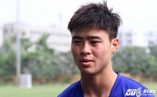 Tiền vệ Duy Mạnh: 'Cầu thủ Việt Nam thể lực hơi kém thật'