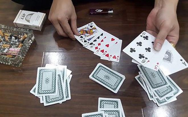 Xem đánh bạc rồi chia bài hộ có phạm tội không?