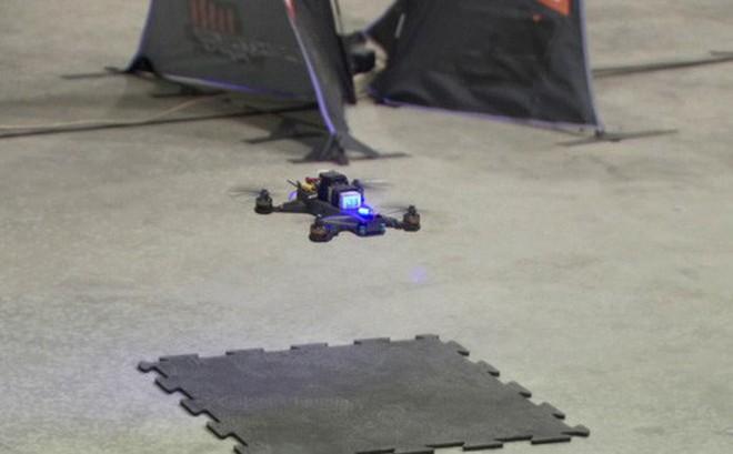 Phi công lái drone suýt thua khi bay thi với trí tuệ nhân tạo do NASA phát triển