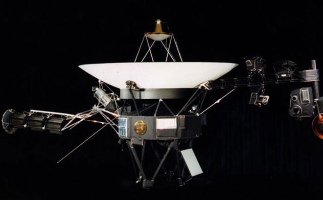"""Tàu vũ trụ trong không gian bỗng """"thức giấc"""" sau gần 40 năm"""