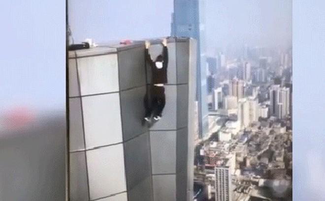 Image result for Công bố đoạn clip diễn viên Trung Quốc trượt tay, rơi từ tầng 62 xuống đất và tử vong