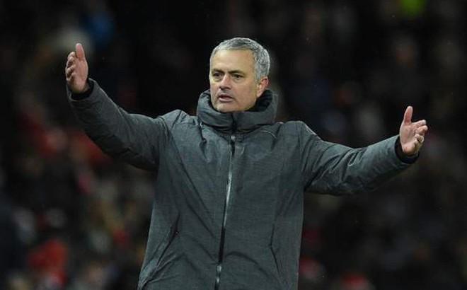 Man United: Không trách Lukaku lời nào, Mourinho đổ tội lỗi lên đầu một người khác