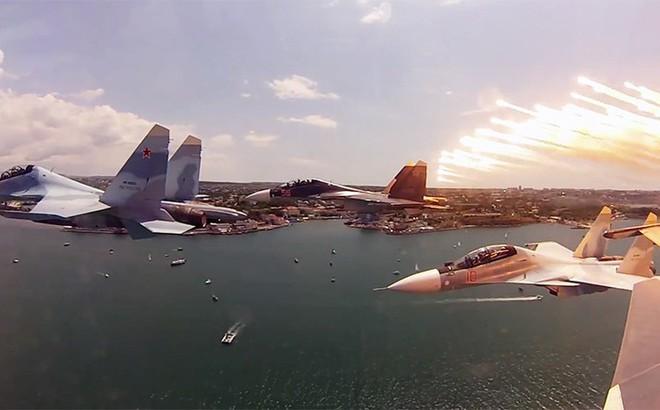 """Sẵn sàng """"xả thân cứu chúa"""": Su-30SM hộ tống Tổng thống Putin tới Syria có gì đặc biệt?"""