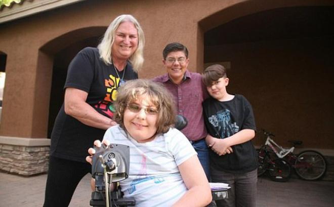 Gia đình độc nhất vô nhị, cả bốn thành viên đều là người chuyển giới
