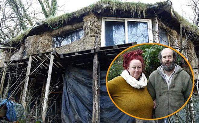 'Dị ứng' với cuộc sống hiện đại, cặp vợ chồng rủ nhau lên rừng dựng nhà