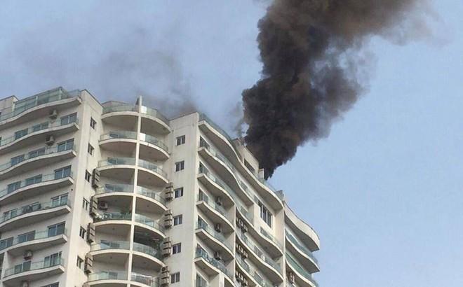 Cháy lớn tại chung cư cao cấp cạnh Hồ Tây - Hà Nội