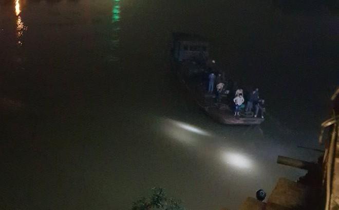 Ô tô bất ngờ lao xuống sông, 2 cán bộ Bệnh viện Đa khoa Yên Bái tử vong
