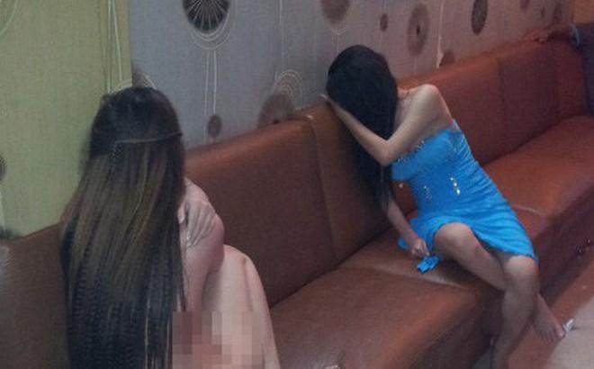 Bắt quả tang gần 10 nữ tiếp viên khỏa thân tiếp bia tại phòng karaoke