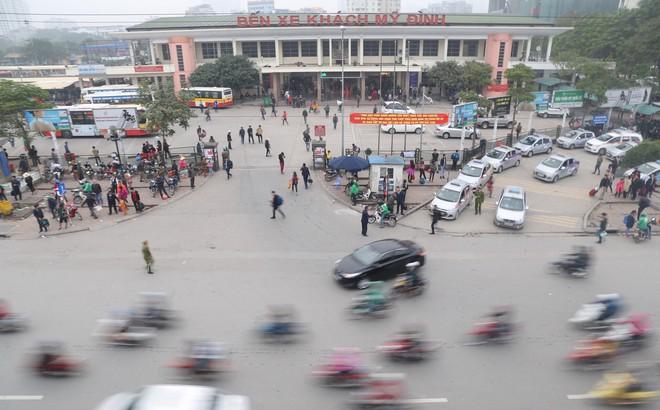 Bến xe thưa thớt, đường phố HN không tắc nghẽn trước dịp nghỉ lễ Tết Dương lịch