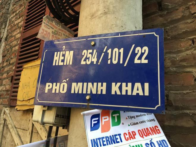 3 căn nhà trên phố Minh Khai cháy dữ dội, nối hàng trăm mét dây để dẫn nước - Ảnh 7.