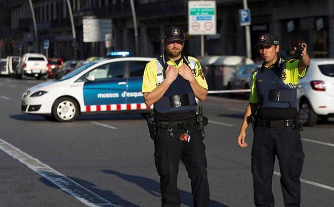 Tấn công khủng bố liên tiếp ở Tây Ban Nha: Rào chắn được dựng lên ở thủ đô Madrid