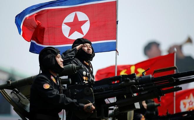 """Nikkei: Triều Tiên không sợ Mỹ, chẳng ngại TQ """"bỏ rơi"""", vì sau lưng vẫn còn Nga"""