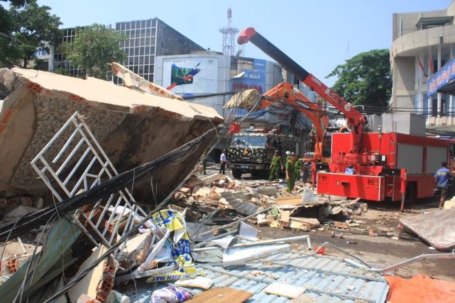 """Sập nhà 3 tầng ở Quy Nhơn: """"Phát hiện vết nứt trên tường trước 1 ngày - Ảnh 1."""