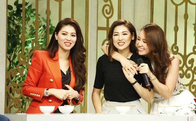 """""""Hội chị em"""" xinh đẹp và quyền lực nhất nhì VTV24"""