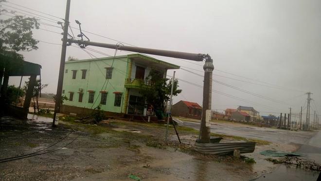 Thủ tướng Nguyễn Xuân Phúc: Không để hồ thủy điện xả đập gây ra lũ ở vùng bão số 10 vừa đi qua - Ảnh 1.