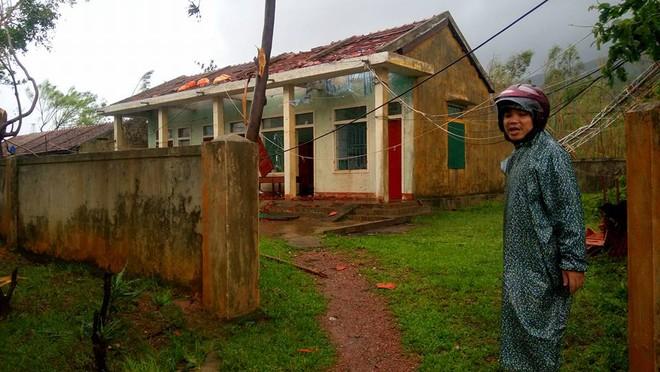 Thủ tướng Nguyễn Xuân Phúc: Không để hồ thủy điện xả đập gây ra lũ ở vùng bão số 10 vừa đi qua - Ảnh 4.