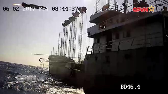 [VIDEO] Tàu hộ vệ tên lửa 012 Lý Thái Tổ phóng tên lửa Uran-E - Ảnh 6.