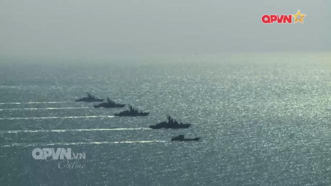 [VIDEO] Tàu hộ vệ tên lửa 012 Lý Thái Tổ phóng tên lửa Uran-E - Ảnh 9.