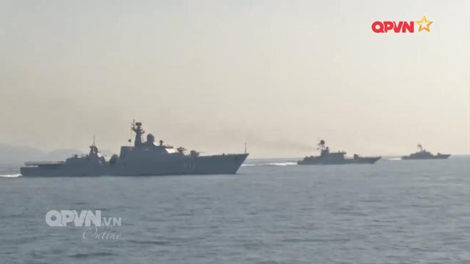 [VIDEO] Tàu hộ vệ tên lửa 012 Lý Thái Tổ phóng tên lửa Uran-E - Ảnh 15.