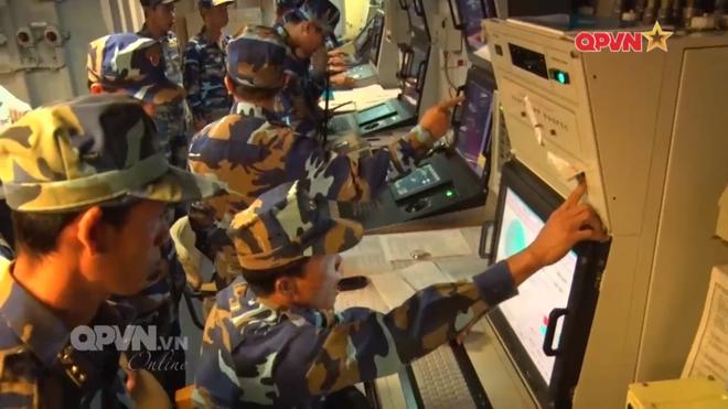[VIDEO] Tàu hộ vệ tên lửa 012 Lý Thái Tổ phóng tên lửa Uran-E - Ảnh 16.