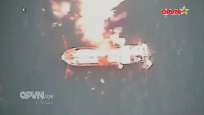 [VIDEO] Tàu hộ vệ tên lửa 012 Lý Thái Tổ phóng tên lửa Uran-E - Ảnh 20.