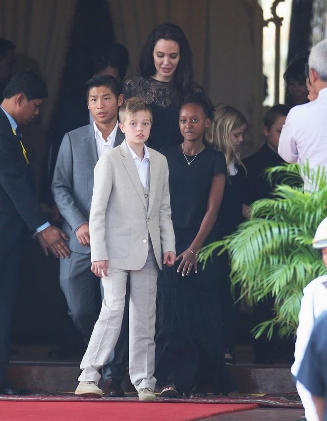 Con gái ruột của Angelina Jolie và Brad Pitt muốn chuyển giới? - Ảnh 7.