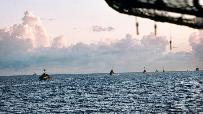Kỳ tích xe tăng Việt Nam: Chỉ 2 thành viên, khoắng xuống biển, xơi tái tàu biệt kích - Ảnh 3.