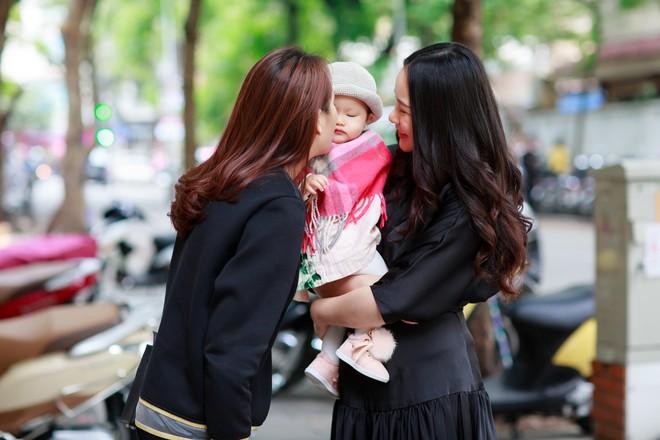 Phan Như Thảo đưa con gái ra Hà Nội thăm bạn thân - siêu mẫu Ngọc Thạch - Ảnh 4.