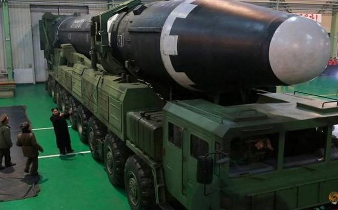 """Chuyên gia: Chỉ vài nước chế tạo được tên lửa """"khủng"""" như Triều Tiên"""